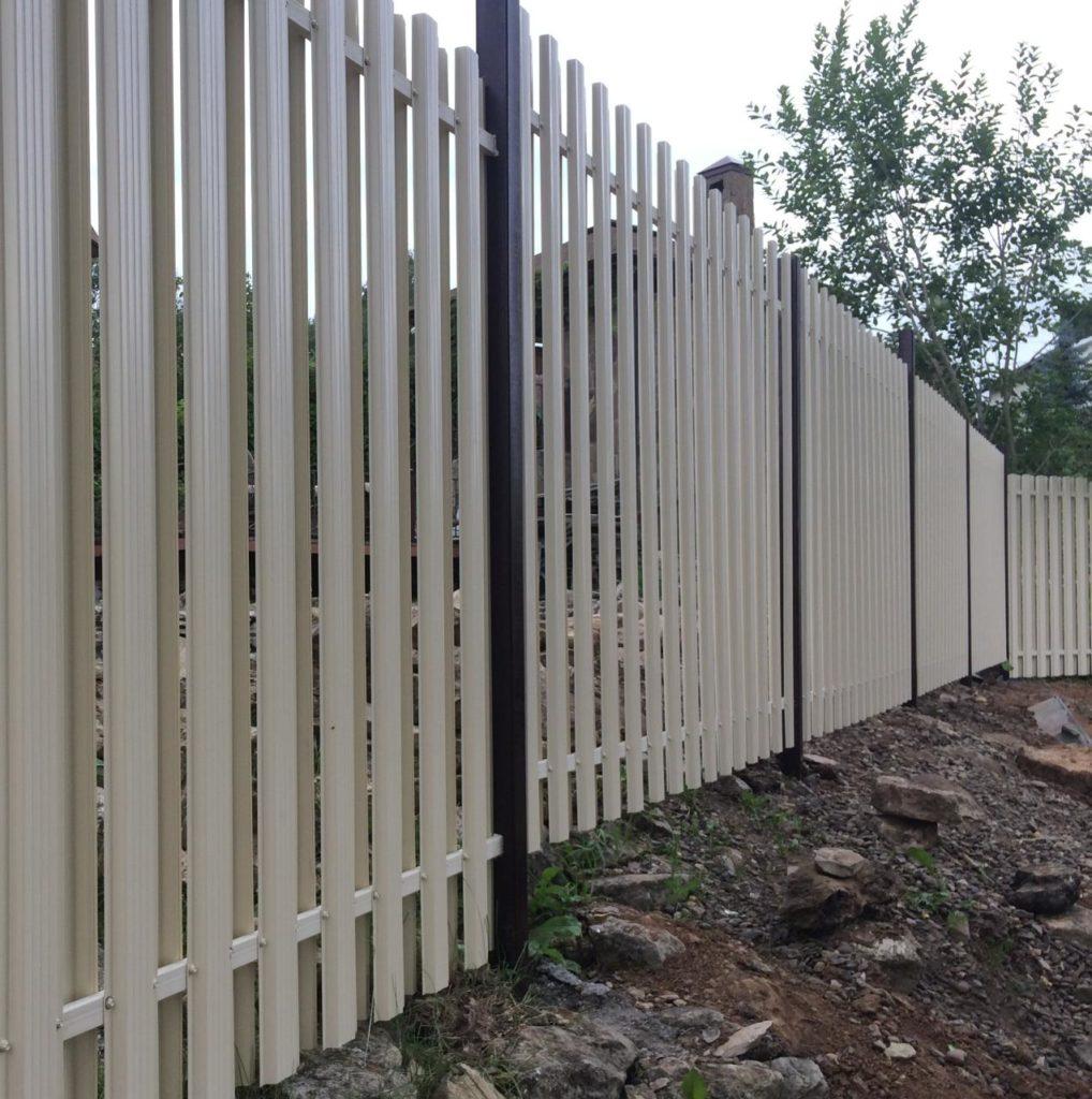 Забор из металлаштакетника на заказ