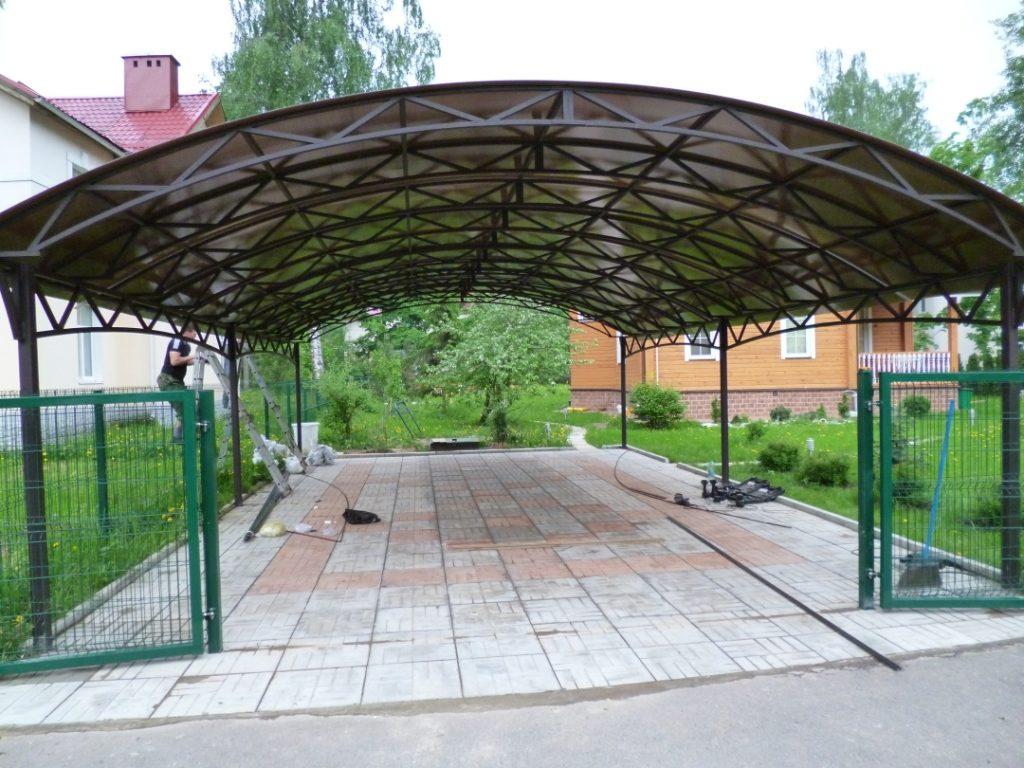 Арочный навес из поликарбоната в Казани