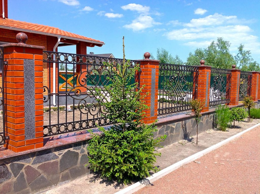 Установка кованых заборов в Казани